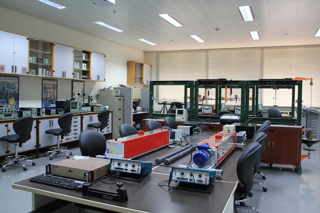 آزمایشگاه ارتعاشات