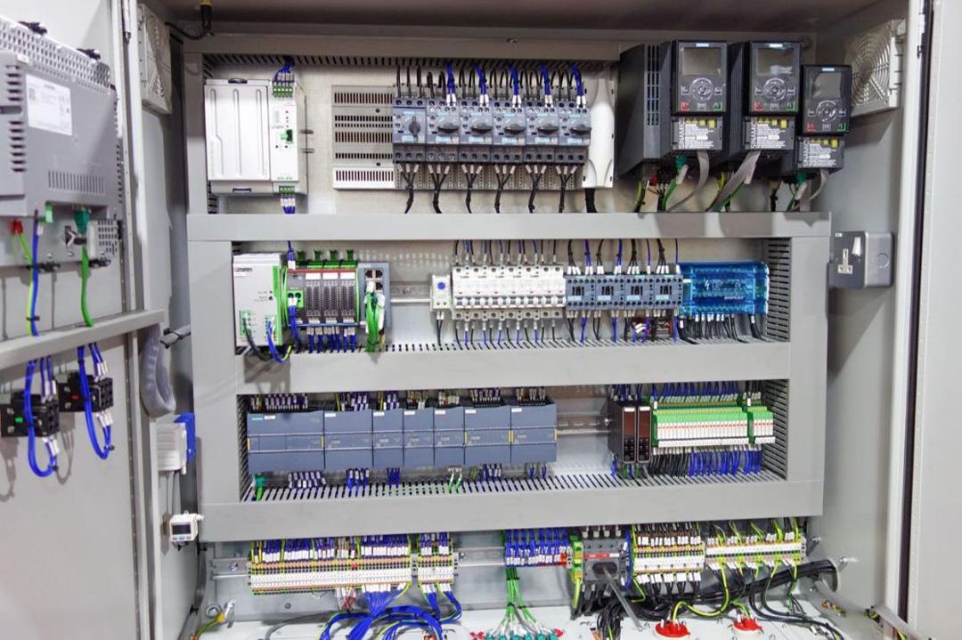 عکس تزءینی برق صنعتی و ابزار دقیق